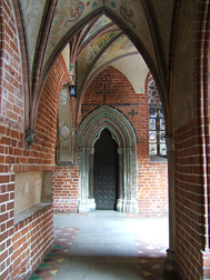 Malbork_castle_poland_window_arches_1